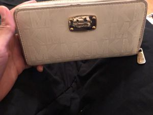 Nice Michael Kors Wallet (White&Gold) for Sale in Crofton, MD