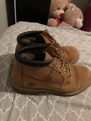 Low top timberland boots size 9 in men's for Sale in Heritage Creek, KY