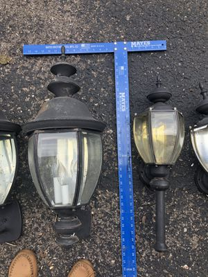 Free outdoor lights for Sale in Thompson's Station, TN