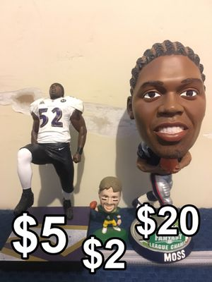 Randy Moss New England Patriots Bobblehead , Ray Lewis Baltimore Ravens Figurine , Brett Favre Green Bay Packers Figurine for Sale in Upland, CA