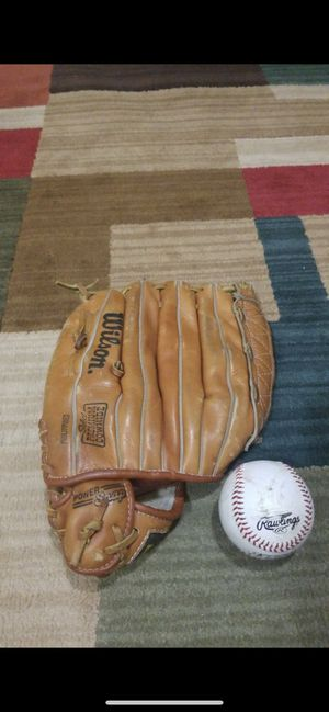 Baseball glove, Wilson for Sale in Shelby charter Township, MI