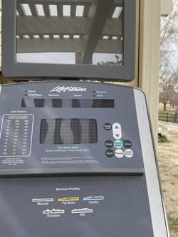 Life Fitness 90x Elliptical for Sale in Victorville,  CA