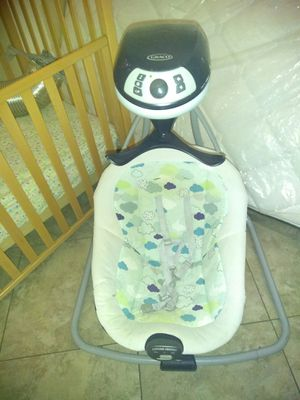 Graco baby swing for Sale in Compton, CA