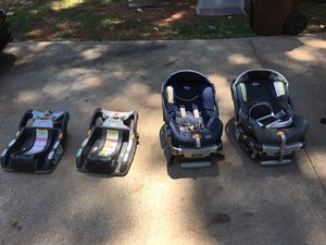 Chico KeyFit 30 infant car seats with extra bases for Sale in Pleasant Garden, NC