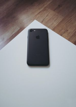 iPhone 7 (32gb) Comes With Charger and 1 Month Warranty for Sale in Springfield, VA
