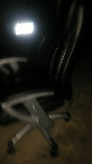 Leather spining hydrolic office chair for Sale in Modesto, CA