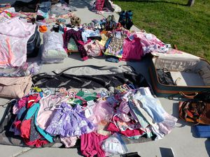 TONS OF GIRLS CLOTHING for Sale in Sparks, NV