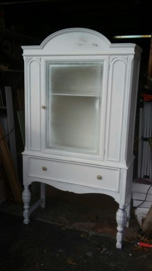 Huge yardsale, ANTIQUES, JEWELRY, FURNITURE, ECT sat March 3 8am, 111 kenwood dr north levittown for Sale in Levittown, PA