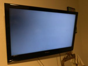 40 inch dynex tv with wall mount for Sale in Las Vegas, NV