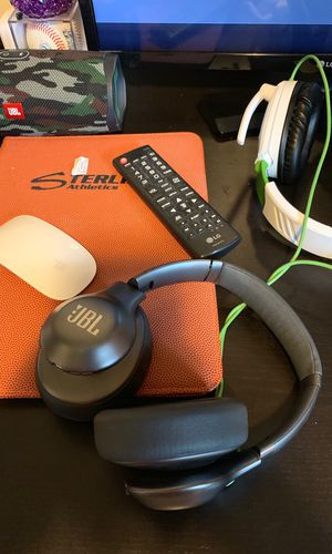 Jbl wireless headphones for Sale in Tacoma, WA