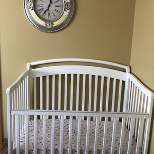 Crib With Mini Closet for Sale in Clinton Township, MI