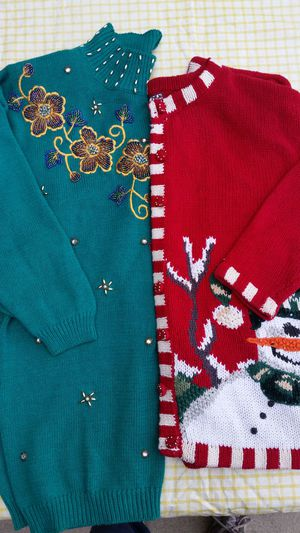 Lady's Sweaters Medium for Sale in Fresno, CA
