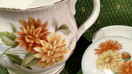 "SET/2 Vintage October ""Monthly Flower"" Chrysanthemum Fine Bone China Mug, EUC, 3.5""T x 4""W and Trinket Dish for Sale in AZ,  US"