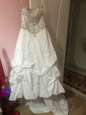 4 wedding dress with free veil 50 to 75 each for Sale in New Port Richey, FL