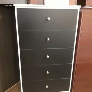Very Spacious 5 Drawer dresser for Sale in Compton, CA