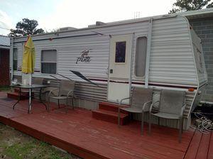 Puma camper by palimino for Sale in Elizabethtown, NC