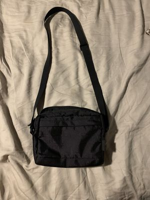 supreme shoulder bag for Sale in San Diego, CA