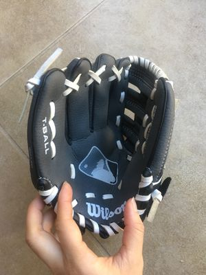 Brand new Wilson T-ball baseball glove for Sale in Sacramento, CA