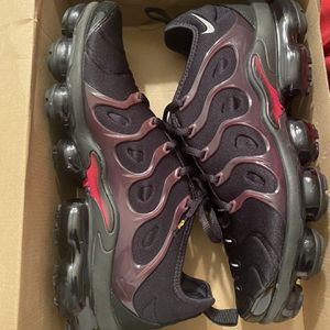 Nike Air vapor max Plus Size 10.5 for Sale in Capitol Heights, MD