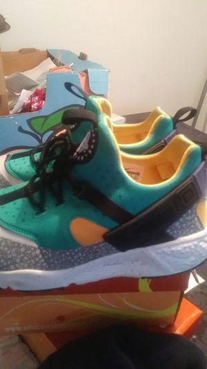 Size 9 Nike Huarache shie for Sale in Orlando, FL