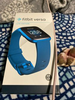 Fitbit versa lite w extra bands for Sale in Portland,  OR
