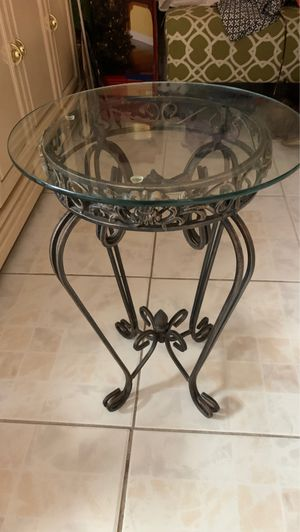 Glass end table for Sale in Hialeah, FL