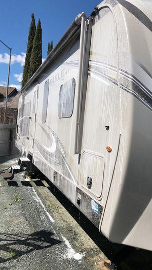 Asemos limpieza de interior de carros y lavado y pulido a domicilio y también rv boats para las personas interesadas pueden contactar me para más inf for Sale in Hayward, CA