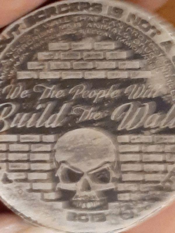 2 oz silver trump build the wall