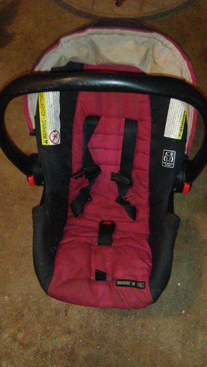 SNUGGLE 30 infant car seat with base for Sale in Gladewater, TX