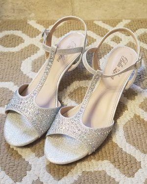 Womens silver glitter sparkle dress shoes, heels for Sale in Woodridge, IL