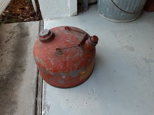 Antique gas can all metal no holes in the bottom or rust cap fits tightly for Sale in Deltona, FL
