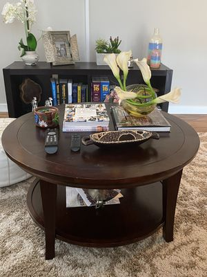 Round coffee table for Sale in Everett, MA