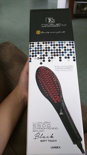 Royale pro hair straightener for Sale in Tampa, FL