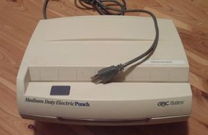 GBC Bates Heavy Duty Electric 3-Hole Puncher for Sale in Ravensdale, WA