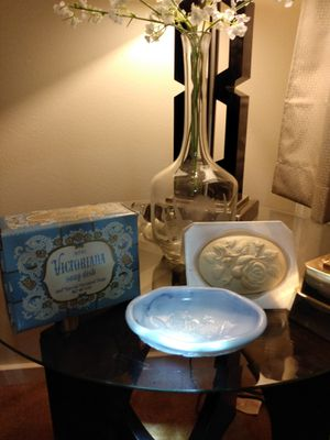 Vintage Collectible 1978 Avon Victorian Special Occasion Soap + Dish Blue marble Glass In box NOS for Sale in Belleville, MI