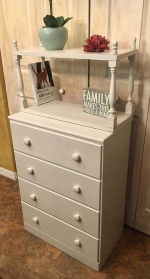 Cute vintage little dresser for Sale in St. Petersburg, FL