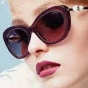 $800 Auth Chanel pearl acetate sunglasses for Sale in Chicago, IL