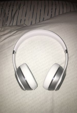 New barely used beats solo 3'S for Sale in West Bloomfield Township, MI