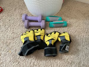 Everlast Gloves and two sets of weights for Sale in Greensboro, NC