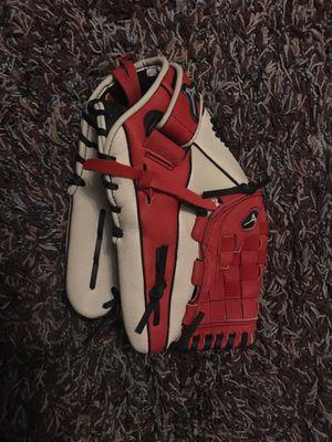 Mizuno 12 inch baseball glove for Sale in San Mateo, CA