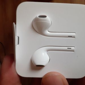 BRAND NEW APPLE EARBUDS(NOT WIRELESS) for Sale in Happy Valley, OR