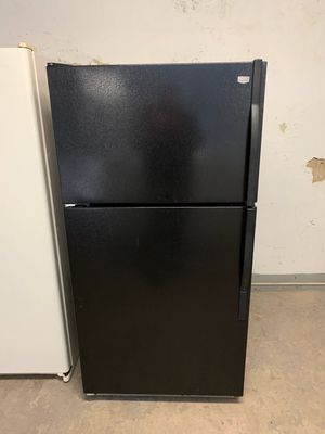 📢📢Maytag Refrigerator Fridge With Icemaker Top Freezer #1349📢📢 for Sale in Pasadena, MD