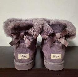 UGG Bailey Bow Short Boots for Sale in Philadelphia,  PA
