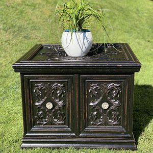 """Large Wooden End Table ( L 26"""" X W 26"""" X H 19.5"""" ) for Sale in Tacoma, WA"""