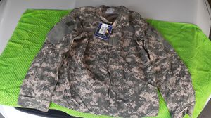 NWT (Defender) Medium-short 3D cammo uniform shirt jacket for Sale in Chicago, IL
