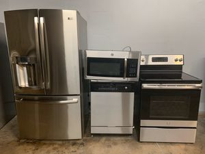 BEAUTIFUL GE STAINLESS STEEL KITCHEN SET LIKE NEW for Sale in Phoenix, AZ