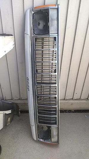 1990 Jeep Cherokee parts whole side parts the side lights the fenders and the front grill for Sale in Salinas, CA