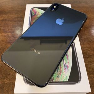 iPhone 10 X Max for Sale in Westlake, OH