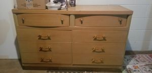 Wood dresser with mirror for Sale in Waterloo, IA