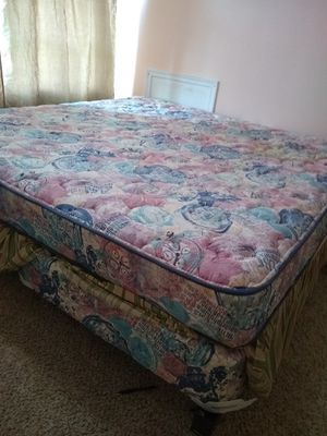 King bed, box and frame for Sale in Columbus, OH
